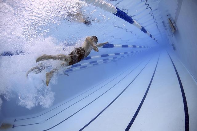 プールの授業で飛び込み事故発生!体育教師の責任を裁判で追求したい
