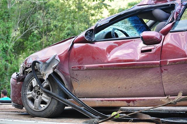 内縁の夫の過失は被害者側の過失!交通事故の賠償金が減額される理由